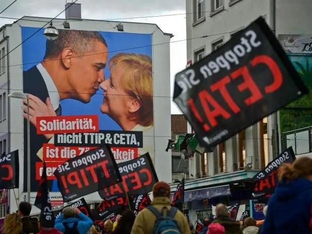 web-TTIP-protest-get.jpg