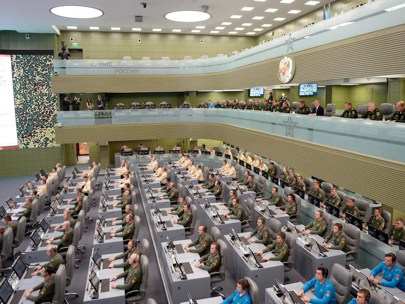Putin gave a briefing in Russian Ministry of Defense's brand new control center this week