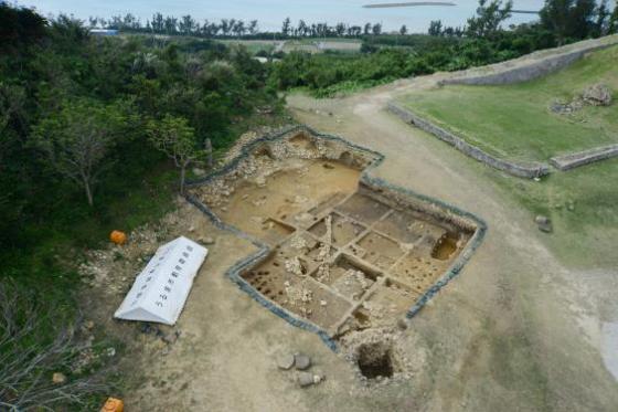 japan-castle-okinawa-excavation-coins.jpg