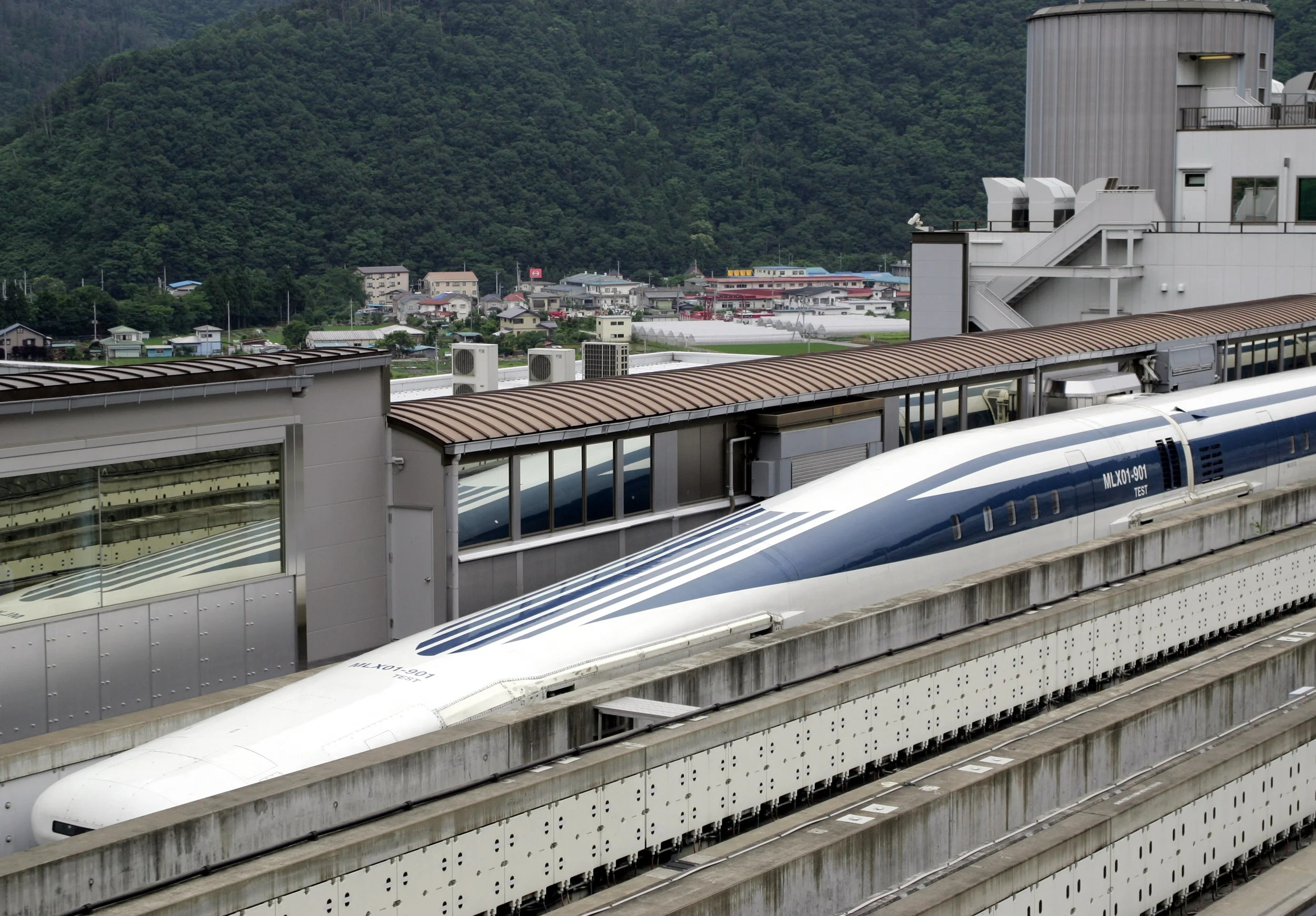 First Passengers On Japanese Maglev Train Travel At Speeds