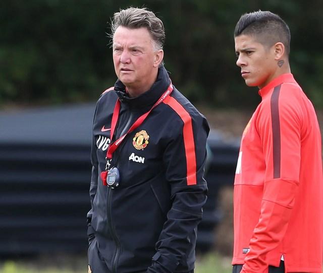 Van Gaal Speaks To New Boy Marcos Rojo During Training