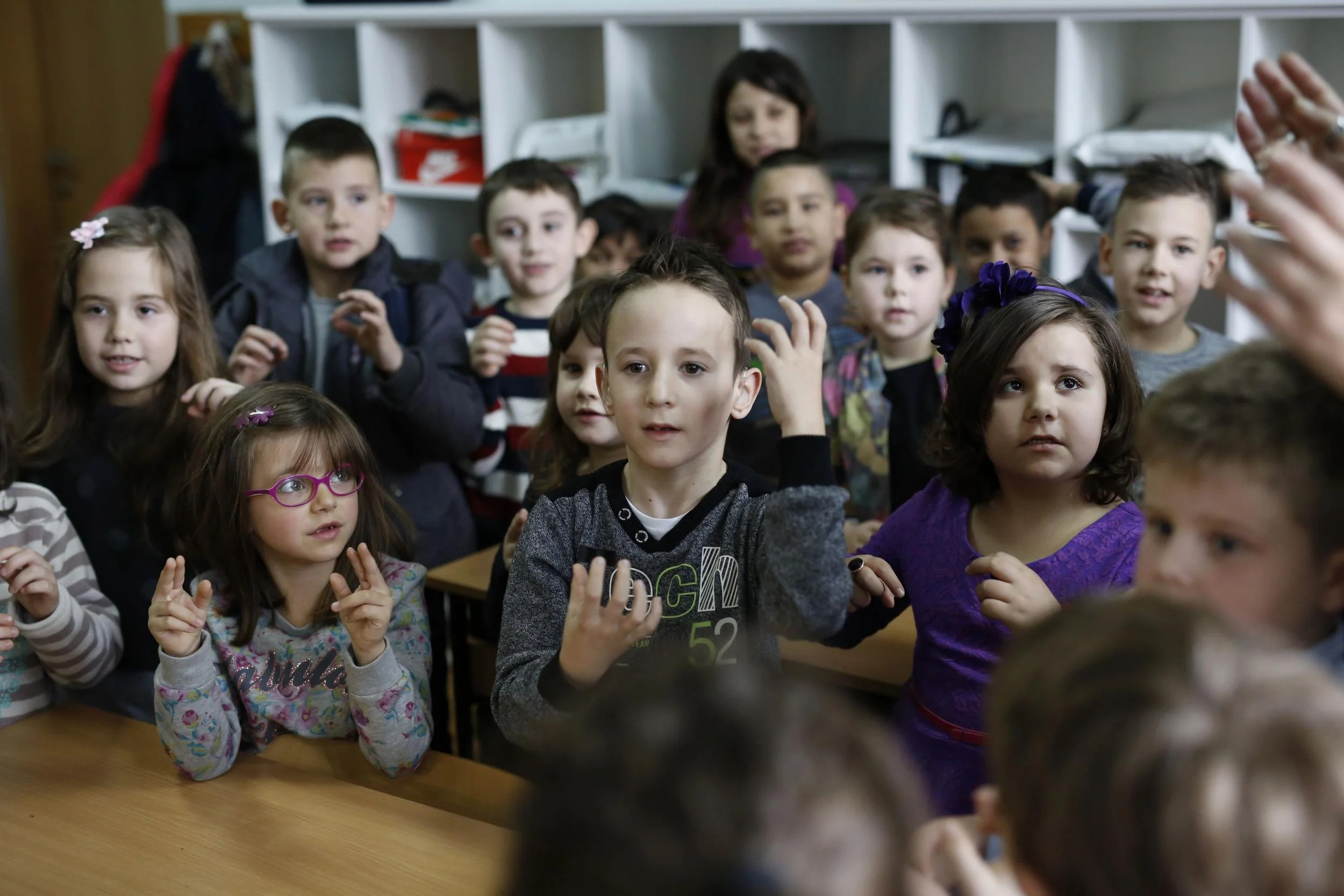 Entire Class Learns Sign Language To Communicate With Deaf
