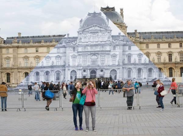 Street Artist Louvre Pyramid Disappear