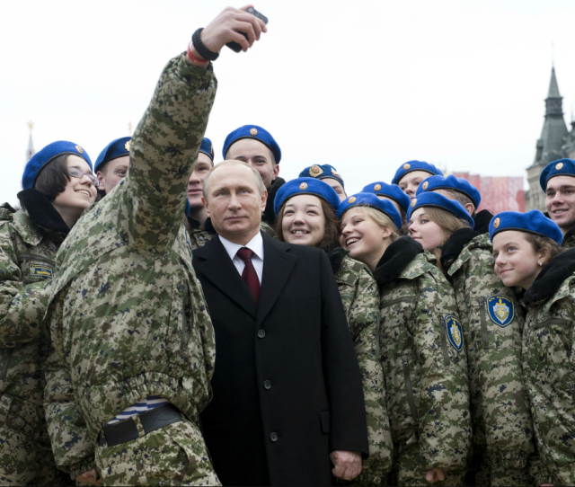 Russian Military Bans Selfies To Prevent Soldiers Revealing Locations