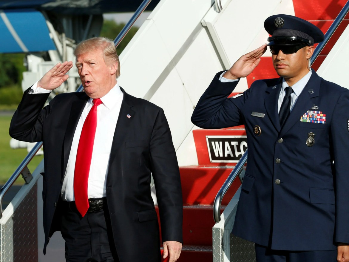 trump salute - Donald Trump told Pentagon to hold grand military parade