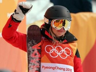 エリザベス・スワニーは、冬季オリンピックで最悪のスキーヤーとなり、一夜にしてセンセーションを巻き起こした