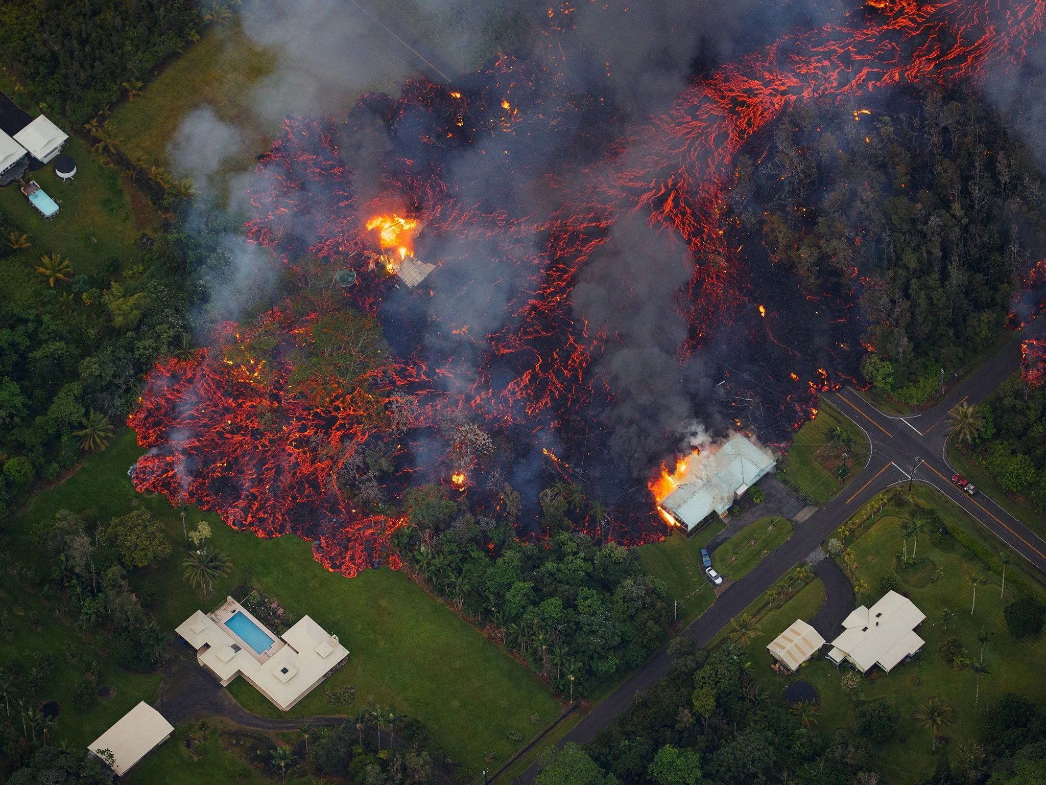 Hawaii Volcano Eruption Latest Families Flee As Rivers Of Lava From Mount Kilauea Engulf Entire