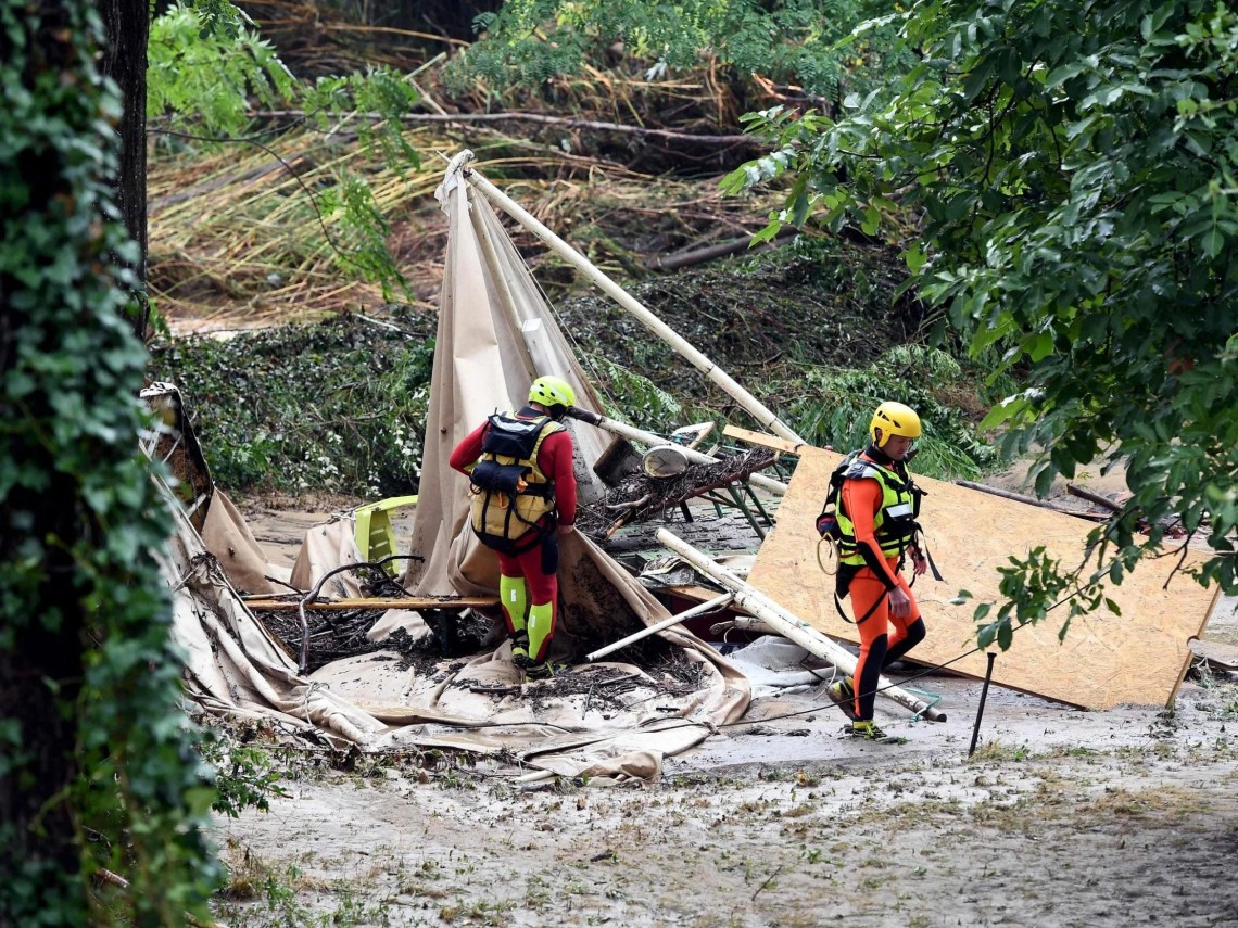 France floods: 1,600 people evacuated from Gard campsites