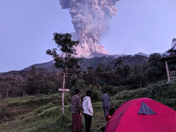 Anak Krakatau Eruption Indonesian Volcano Which Triggered Deadly Tsunami In 2018 Erupts Again The Independent The Independent