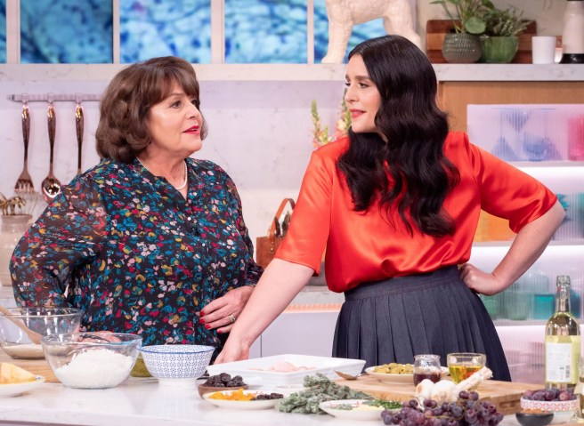 Jessie Ware with her motherLennieon 'This Morning' (2020)