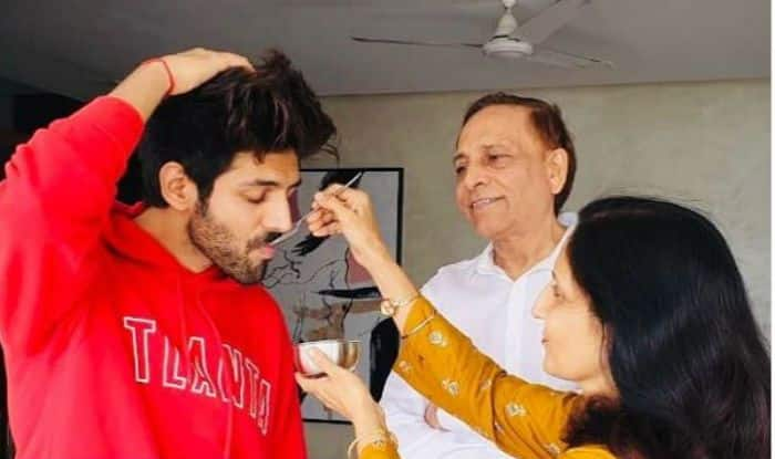Here's How Kartik Aaryan Geared up to Watch PM Narendra Modi's Address to Nation 1