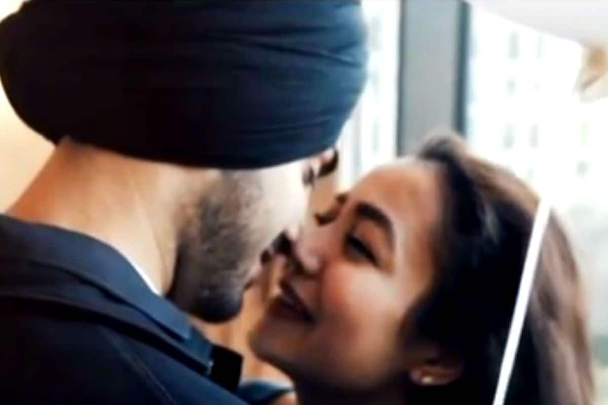 Neha Kakkar Shares Romantic Video From Her Honeymoon Suite in Dubai as She Wishes Rohanpreet Singh on Their One Month Anniversary