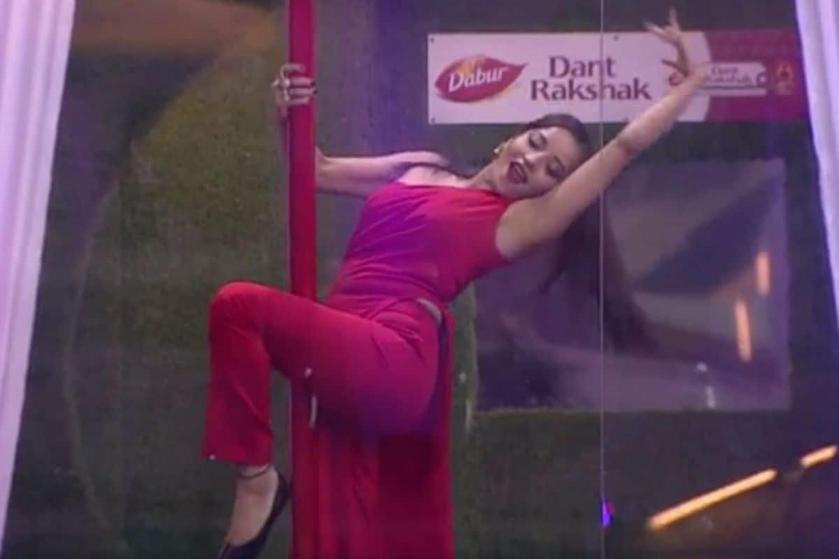 Monalisa Steamy Pole Dance in Salman Khan Hosted Show Will Blow Your Mind