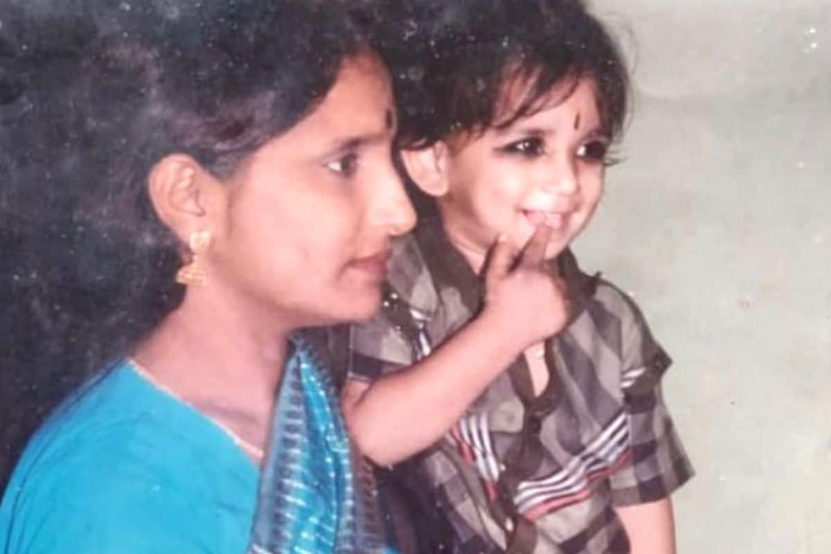 Sushant Singh Rajput Rare Photo With Mother Shared by Shweta Singh Kirti on Sushant Day