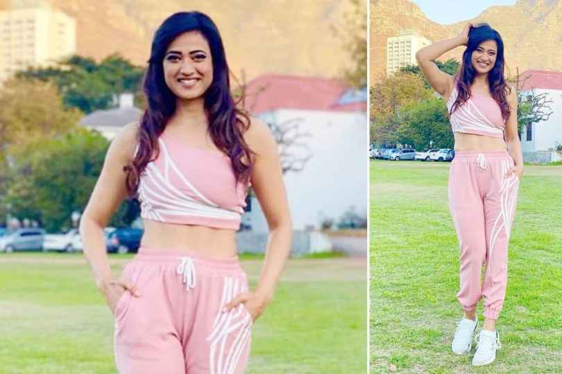 Shweta Tiwari Flaunts Her Perfectly Toned Abs in Latest Set of Pictures, Fans Call Her Super Hot