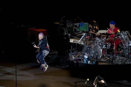Flea, basistul RHCP pe 31 august 2012 la Arena Națională (foto: Alex Chelba)