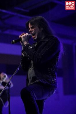 Solistul Todd La Torre în concertul Queensryche de la Turbohalle (20 octombrie 2013)
