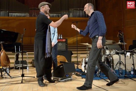 Dhafer Youssef și Ferenc Nemeth la sfârșitul cocnertului de la Sala Radio pe 10 aprilie 2014