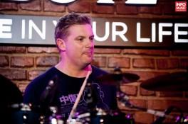 Craig Blundell alături de Jennifer Batten și Stu Hamm în concert la Bucuresti pe 26 martie 2015
