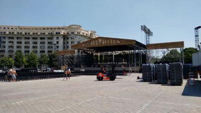 Scena pregătită în Piața Constituției pentru concertele lui Andre Rieu