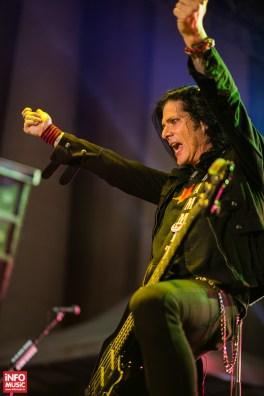 Basistul Todd Kerns în concertul Slash de la Arenele Romane