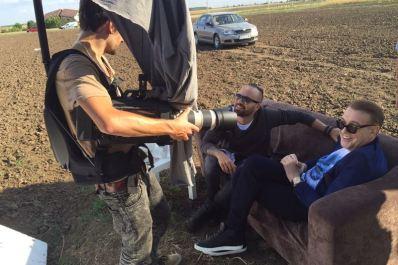 """Matteo și Gabriel Cotabiță la filmarea clipului """"Ce zi liniștită"""""""
