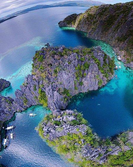 twin lagoon source: islandhoppinginthephilippines.com