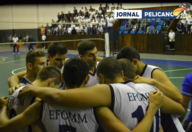 Jogadores da EFOMM se reúnem para instruções no tempo técnico. (Foto: Jornal Pelicano)