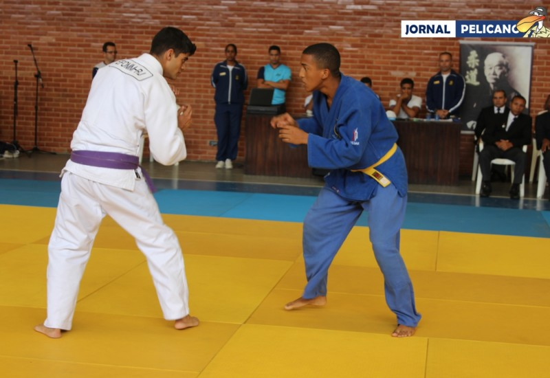 Al. Phillipe Ruy durante luta na categoria Leve. (Foto: Jornal Pelicano)