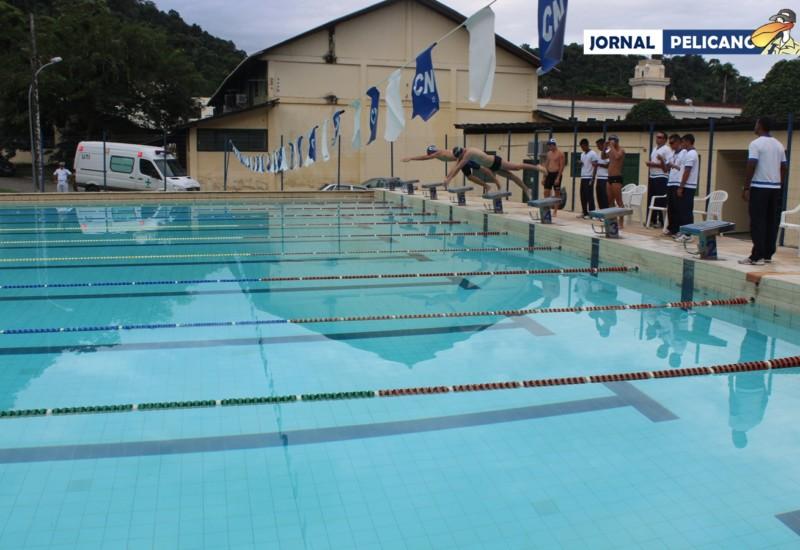 Largada da prova de revezamento da natação. (Foto: Jornal Pelicano)