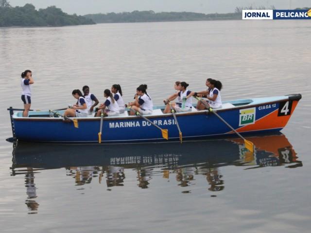 Barco formado pelas alunas da EFOMM. (Foto: Al. Ricardo Jesus / Jornal Pelicano)