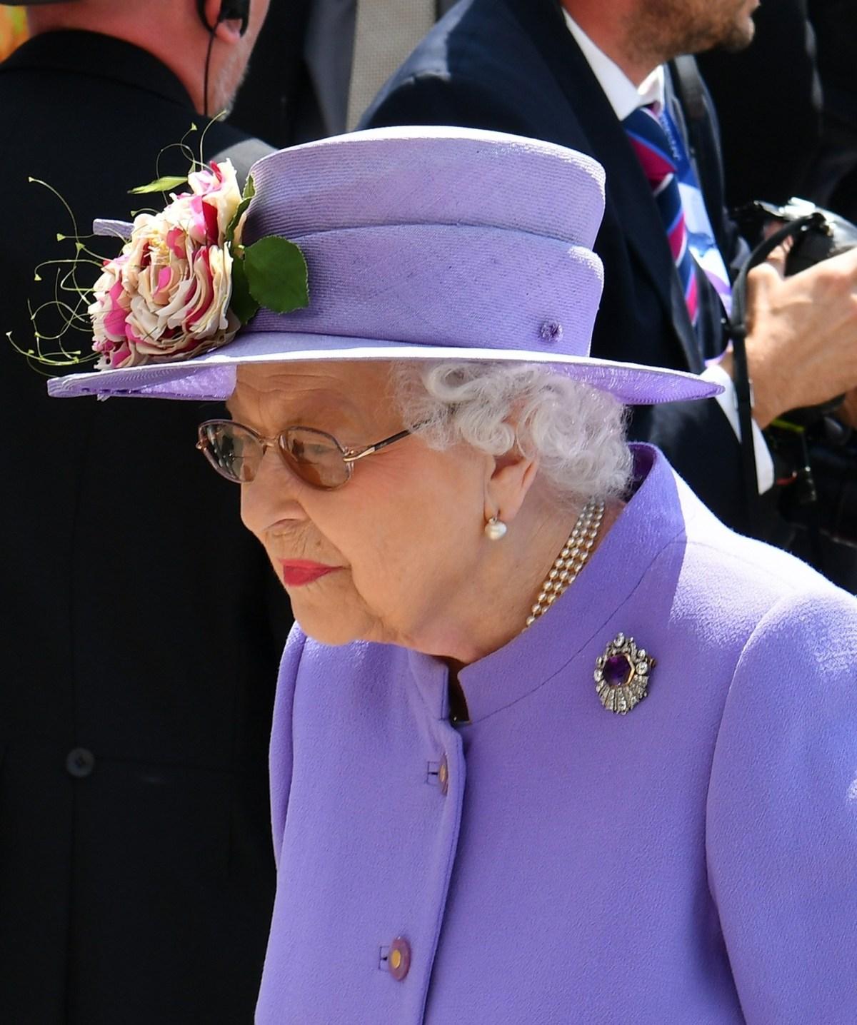 BGUK_1251062 - Epsom, UJEDINJENO KRALJEVSTVO - Nj.KV Kraljica Elizabeta II na slici je prisustvovala Investec derbi festivalu 2018 u Epsom Downsu.  Na slici: Queen Elizabeth II BACKGRID UK 2. JUNA 2018., Slika: 373639497, Licenca: Upravljano pravima, Ograničenja :, Izdanje modela: ne, Kreditna linija: ANCL / Backgrid UK / Profimedia