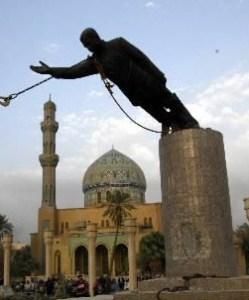 Saddam Hussein Statue  4/03 Wikicmns