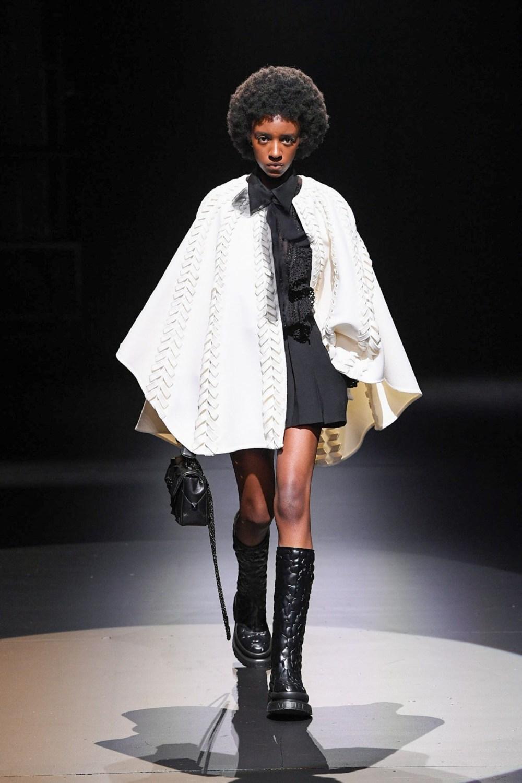 Valentino: Valentino Fall Winter 2021-22 Fashion Show Photo #25