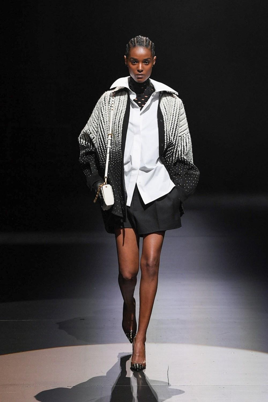 Valentino: Valentino Fall Winter 2021-22 Fashion Show Photo #36