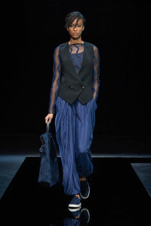 Armani: Giorgio Armani Fall Winter 2021-22 Fashion Show Photo #23