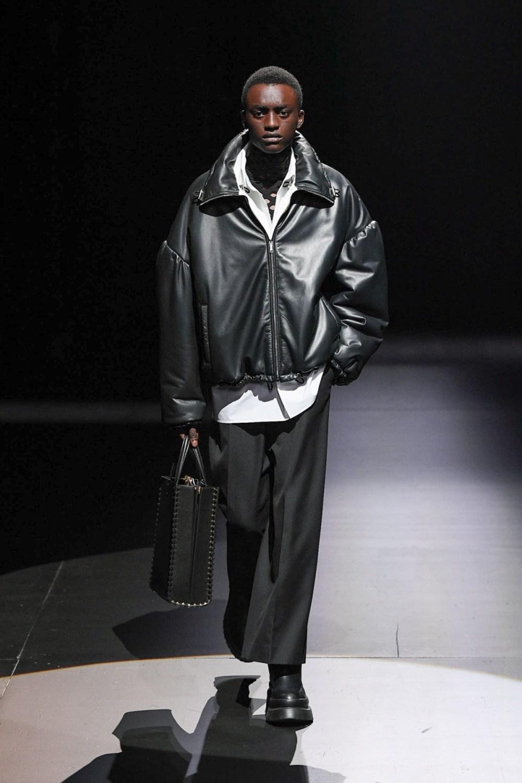 Valentino: Valentino Fall Winter 2021-22 Fashion Show Photo #34