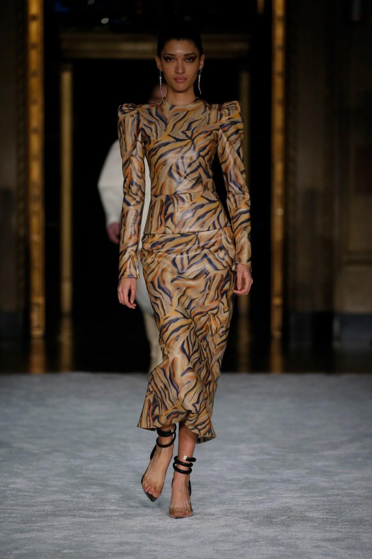 Christian Siriano: Christian Siriano Fall Winter 2021-22 Fashion Show Photo #6