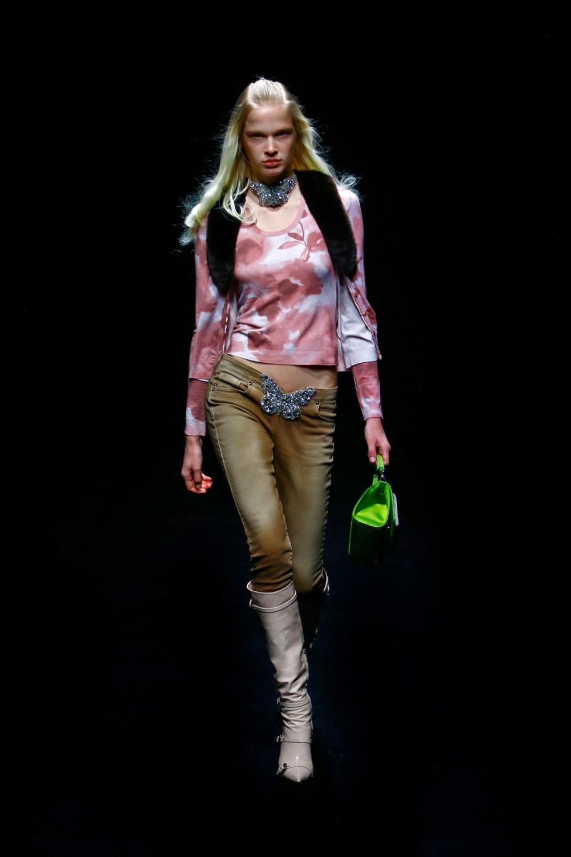 Blumarine: Blumarine Fall Winter 2021-22 Fashion Show Photo #9