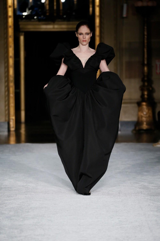 Christian Siriano: Christian Siriano Fall Winter 2021-22 Fashion Show Photo #49