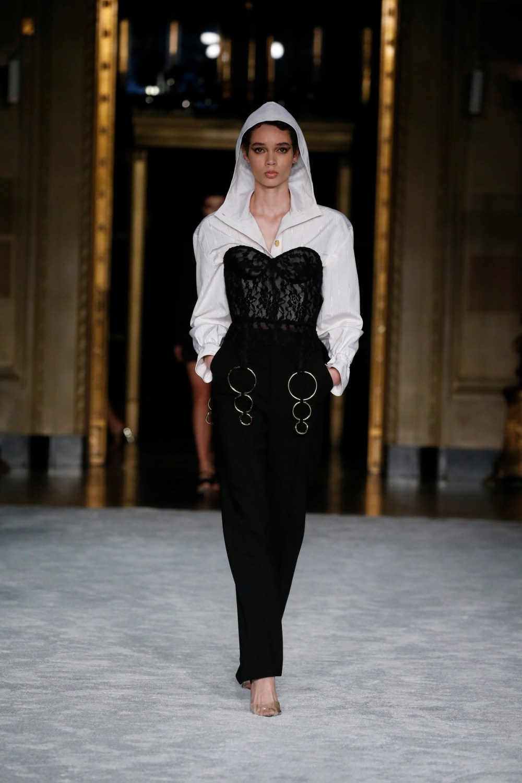 Christian Siriano: Christian Siriano Fall Winter 2021-22 Fashion Show Photo #17