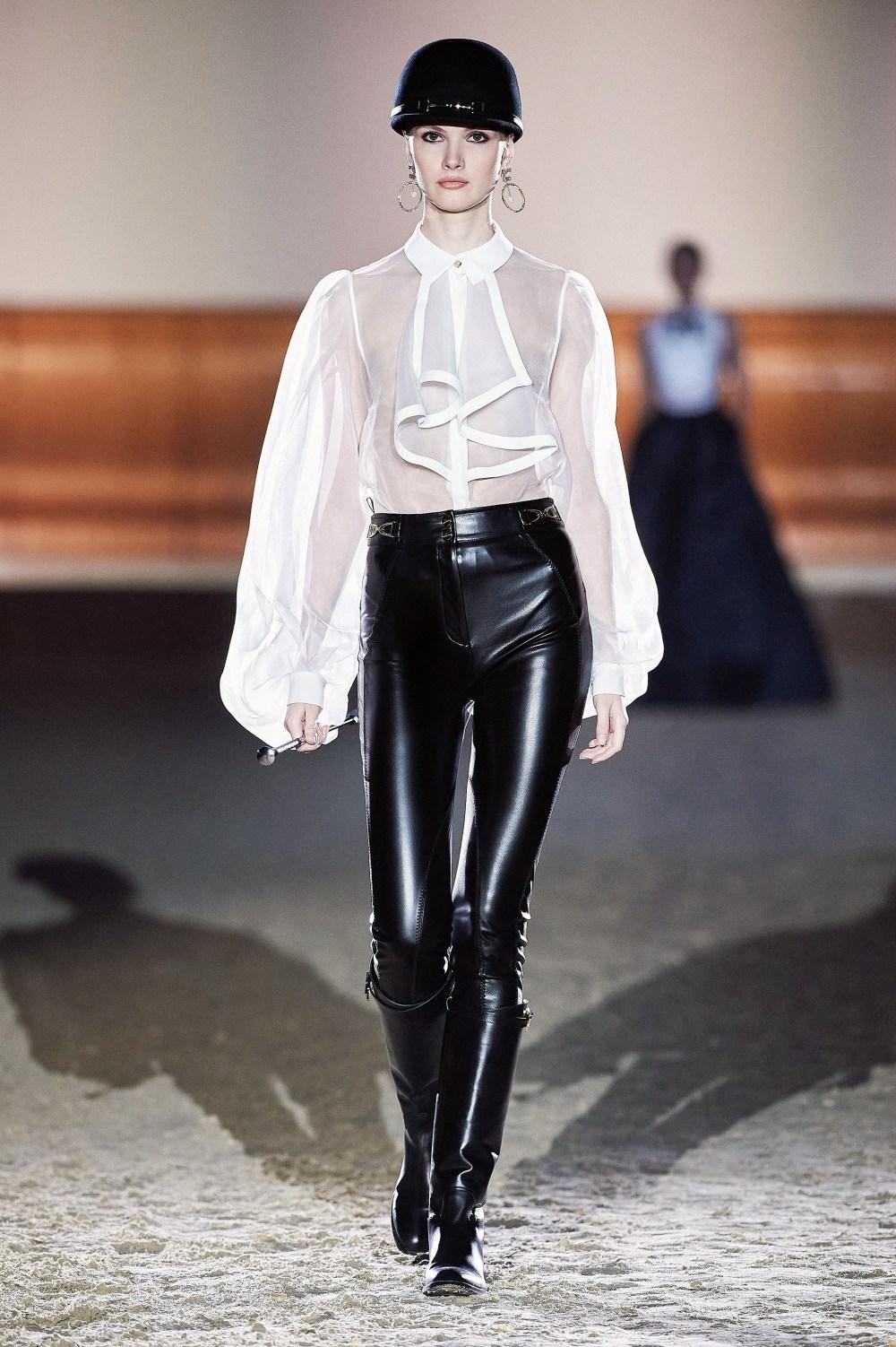 Elisabetta Franchi: Elisabetta Franchi Fall Winter 2021-22 Fashion Show Photo #59