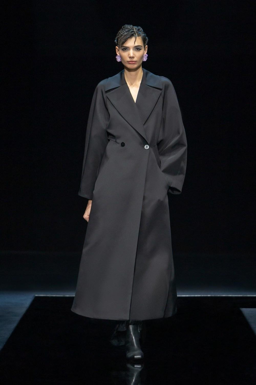 Armani: Giorgio Armani Fall Winter 2021-22 Fashion Show Photo #34