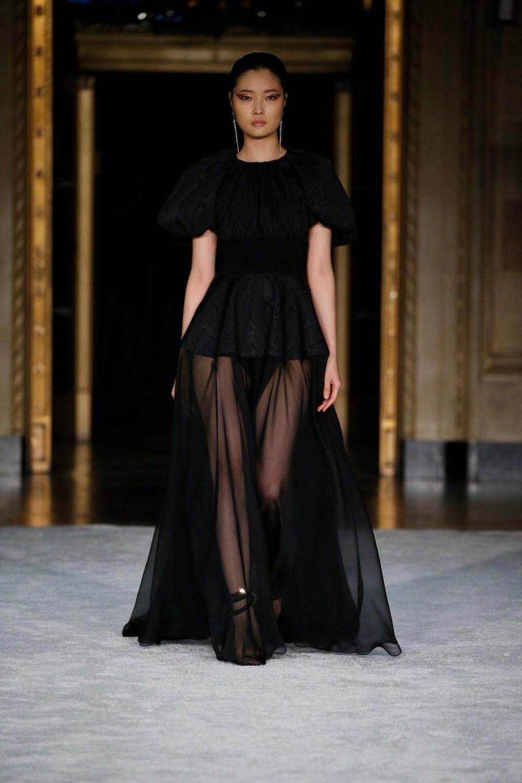 Christian Siriano: Christian Siriano Fall Winter 2021-22 Fashion Show Photo #35