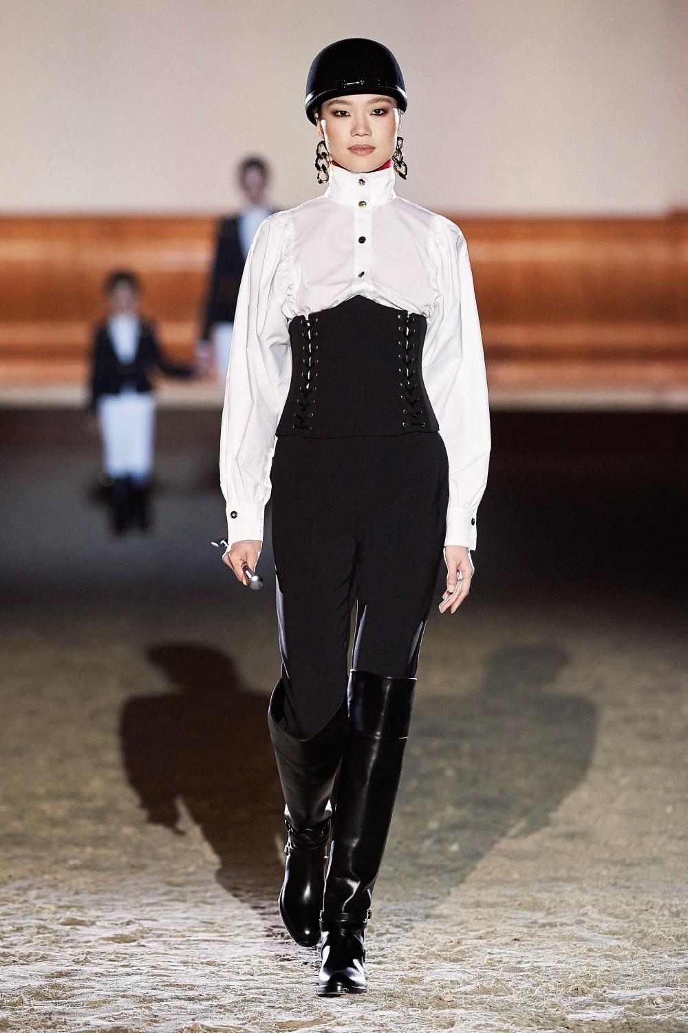 Elisabetta Franchi: Elisabetta Franchi Fall Winter 2021-22 Fashion Show Photo #39
