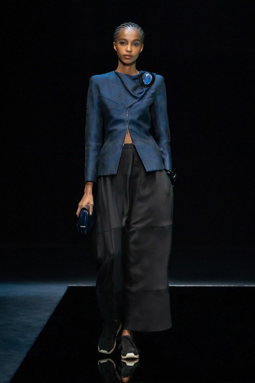 Armani: Giorgio Armani Fall Winter 2021-22 Fashion Show Photo #21