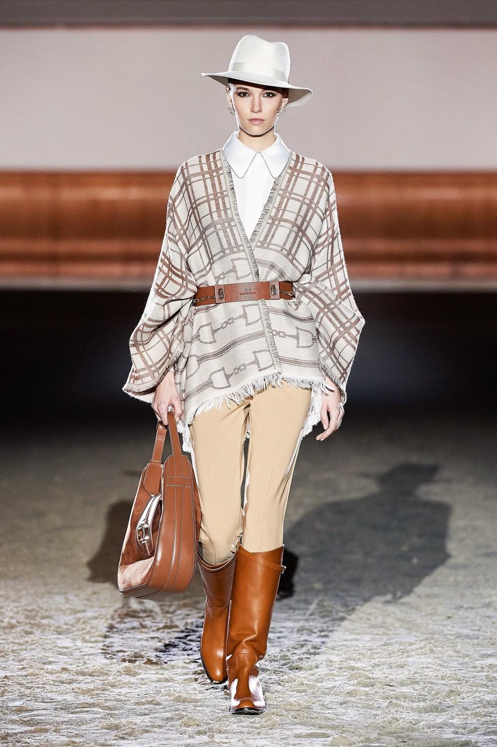 Elisabetta Franchi: Elisabetta Franchi Fall Winter 2021-22 Fashion Show Photo #2
