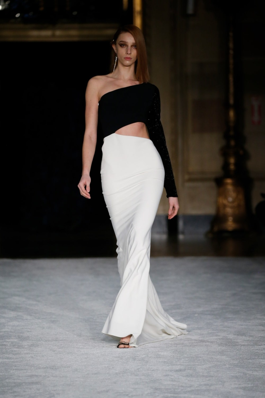 Christian Siriano: Christian Siriano Fall Winter 2021-22 Fashion Show Photo #26