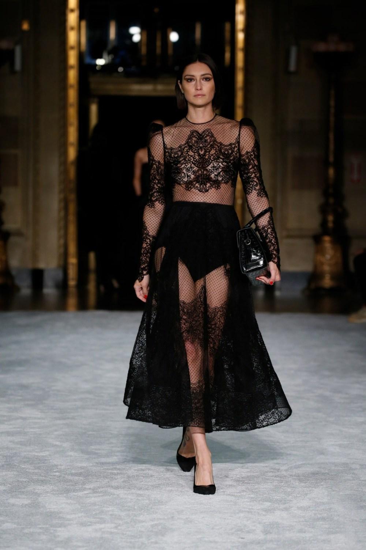 Christian Siriano: Christian Siriano Fall Winter 2021-22 Fashion Show Photo #20