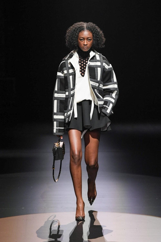 Valentino: Valentino Fall Winter 2021-22 Fashion Show Photo #20